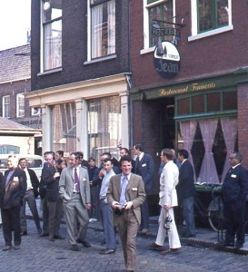 Henk Hueck, far left, with delegates of the Lunteren symposium, at a restaurant in Delft