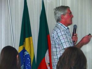 Geoff Robson speaking at LABS 8, 2013